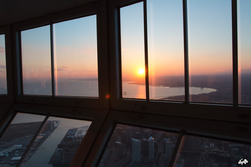 sunset cn tower